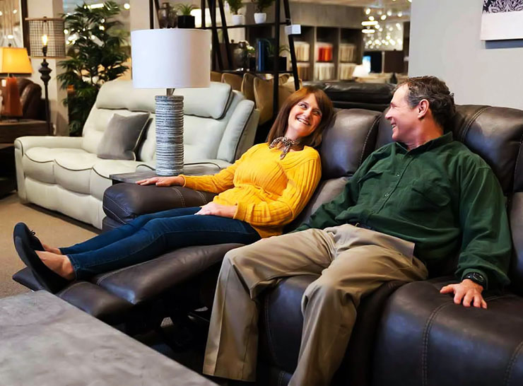 Traditional vs Contemporary Leather Reclining Sofa